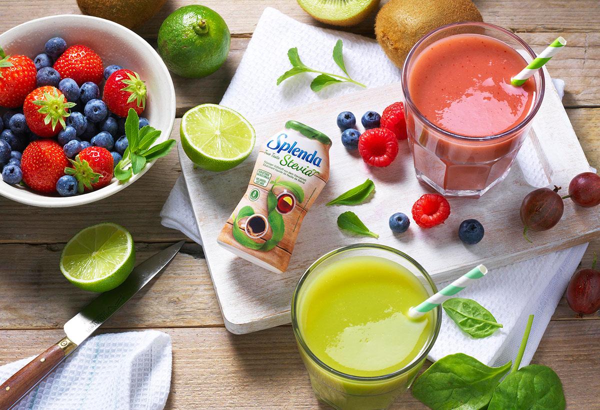 Drank fotografie van twee glazen Splenda smoothies met verschillende soorten fruit gemaakt door Studio_m Fotografie Amsterdam