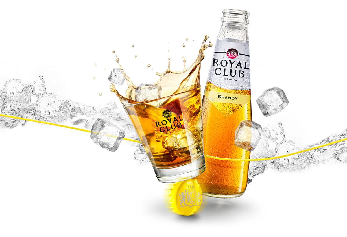 Drank packshots fotografie van een fles en een glas Royal Club Shandy gemaakt door Studio_m Fotografie Amsterdam