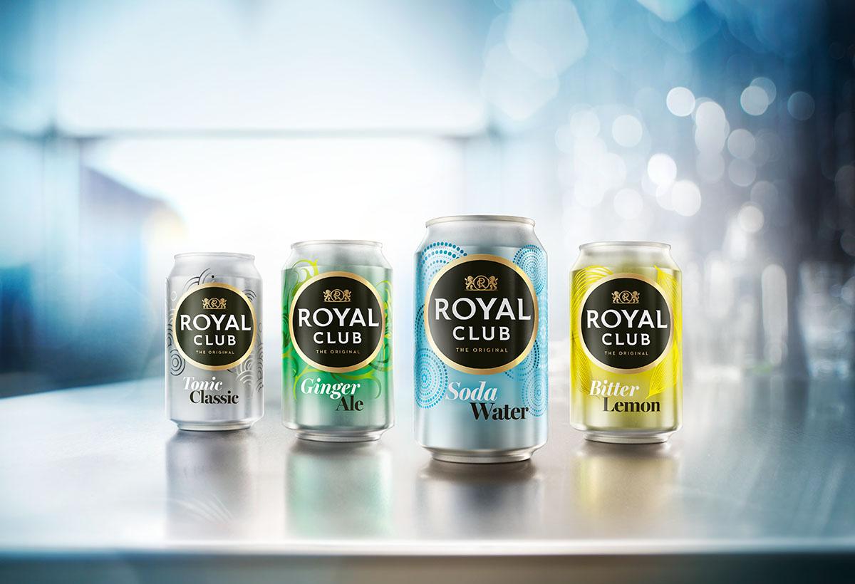 Drank fotografie van Royal Club's vier verschillende blikjes gemaakt door Studio_m Fotografie Amsterdam