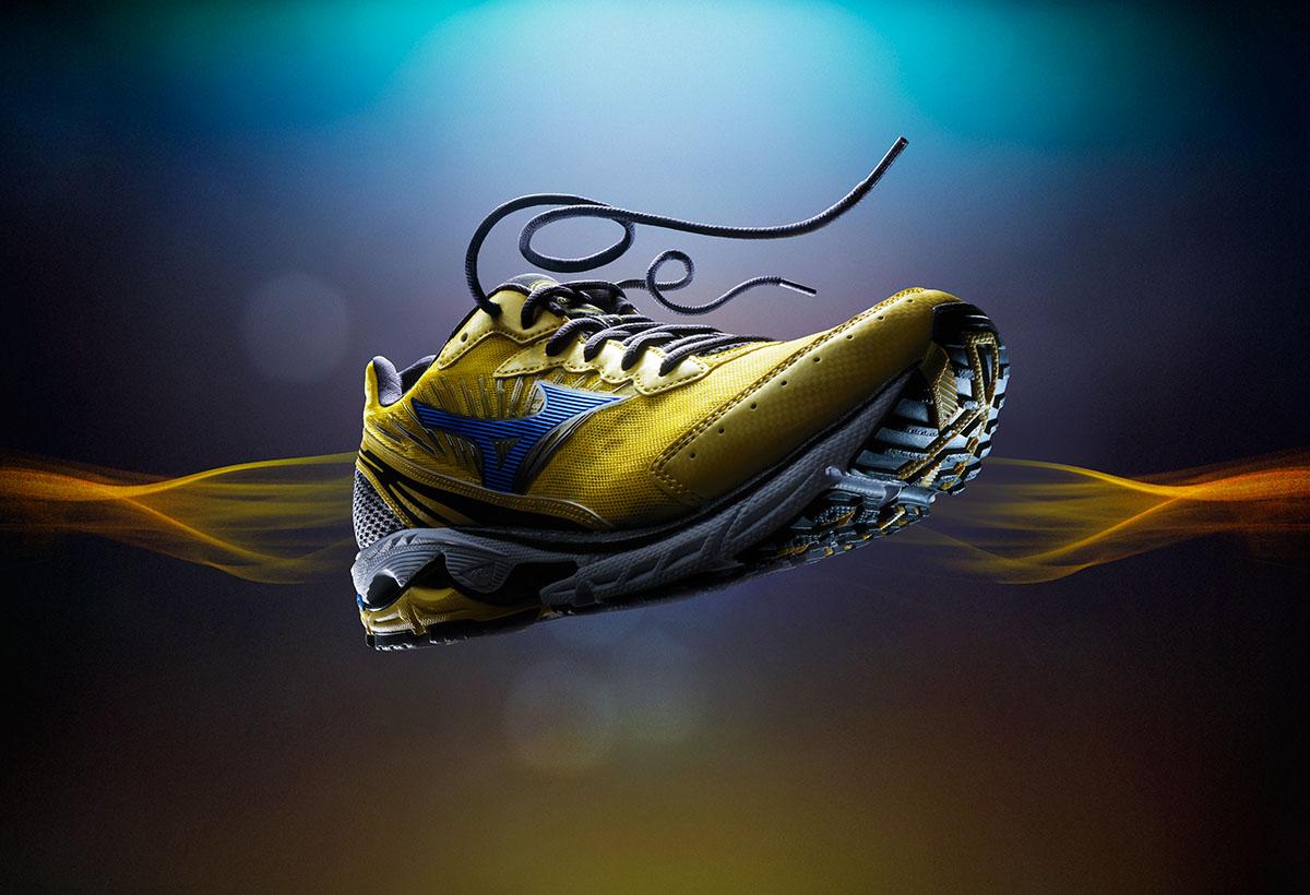 Product fotografie van een gele sportschoen gemaakt door Studio_m Fotografie Amsterdam