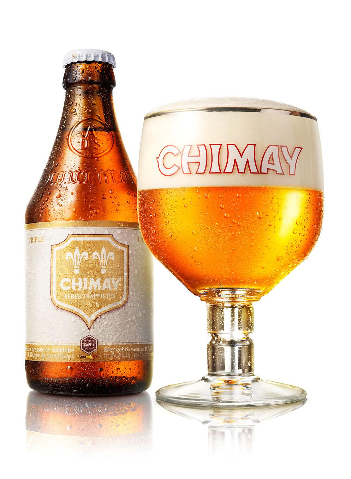 Packshots fotografie van een fles en een glas Chimay bier gemaakt door Studio_m Fotografie Amsterdam