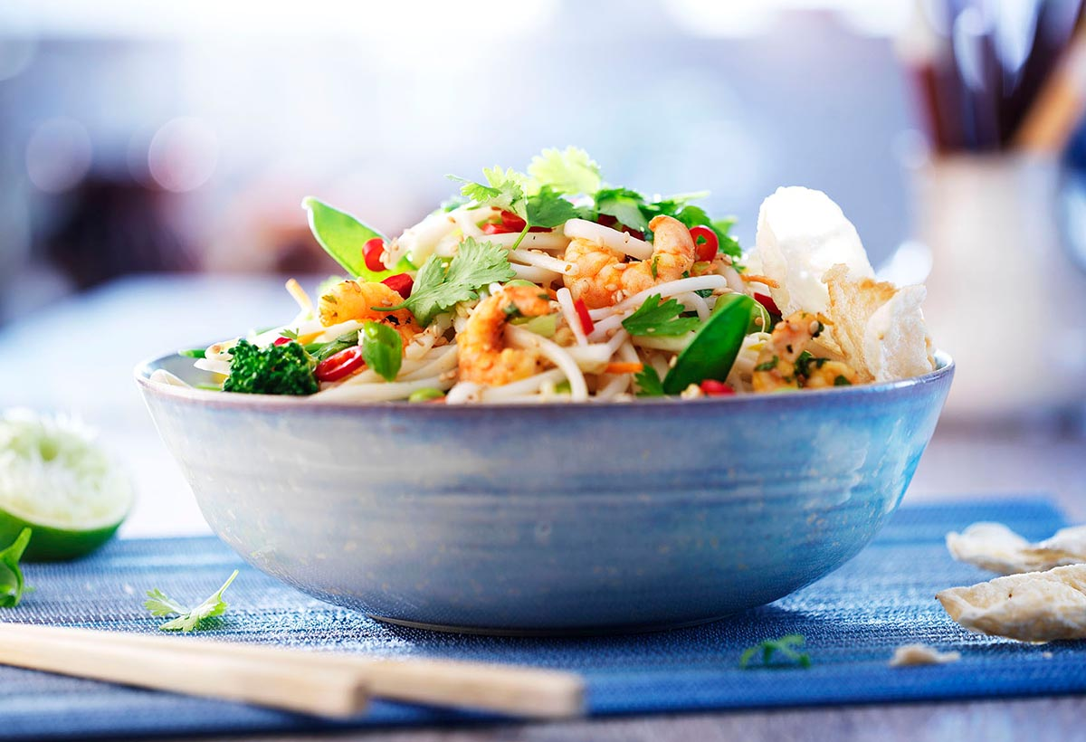 Food photography of a bowl of noodles with shrimp and coriander-culinaire made by Studio_m Photography Amsterdam