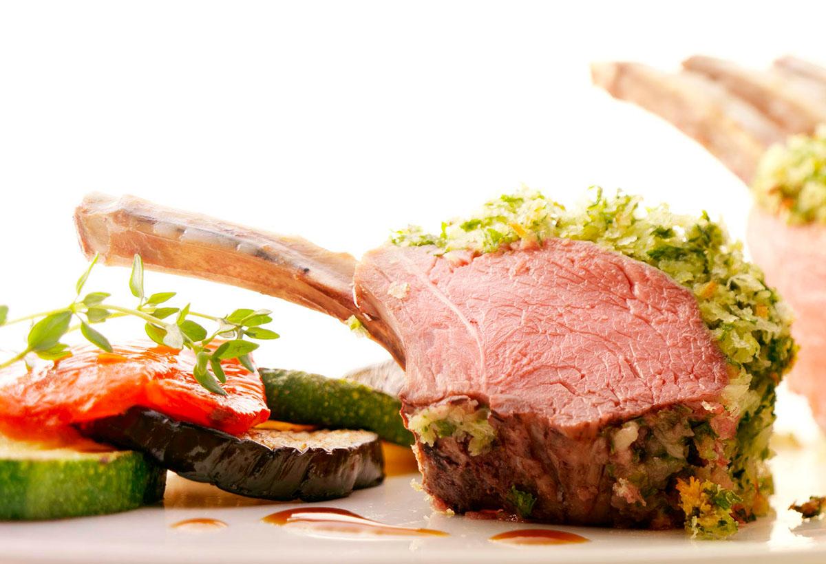 Food culinaire fotografie van een stuk lamsvlees gemaakt door Studio_m Fotografie Amsterdam