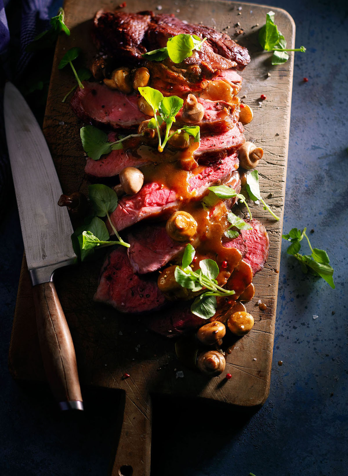 Food stylist photography of meat and mushrooms with a knife made by Studio_m Photography Amsterdam