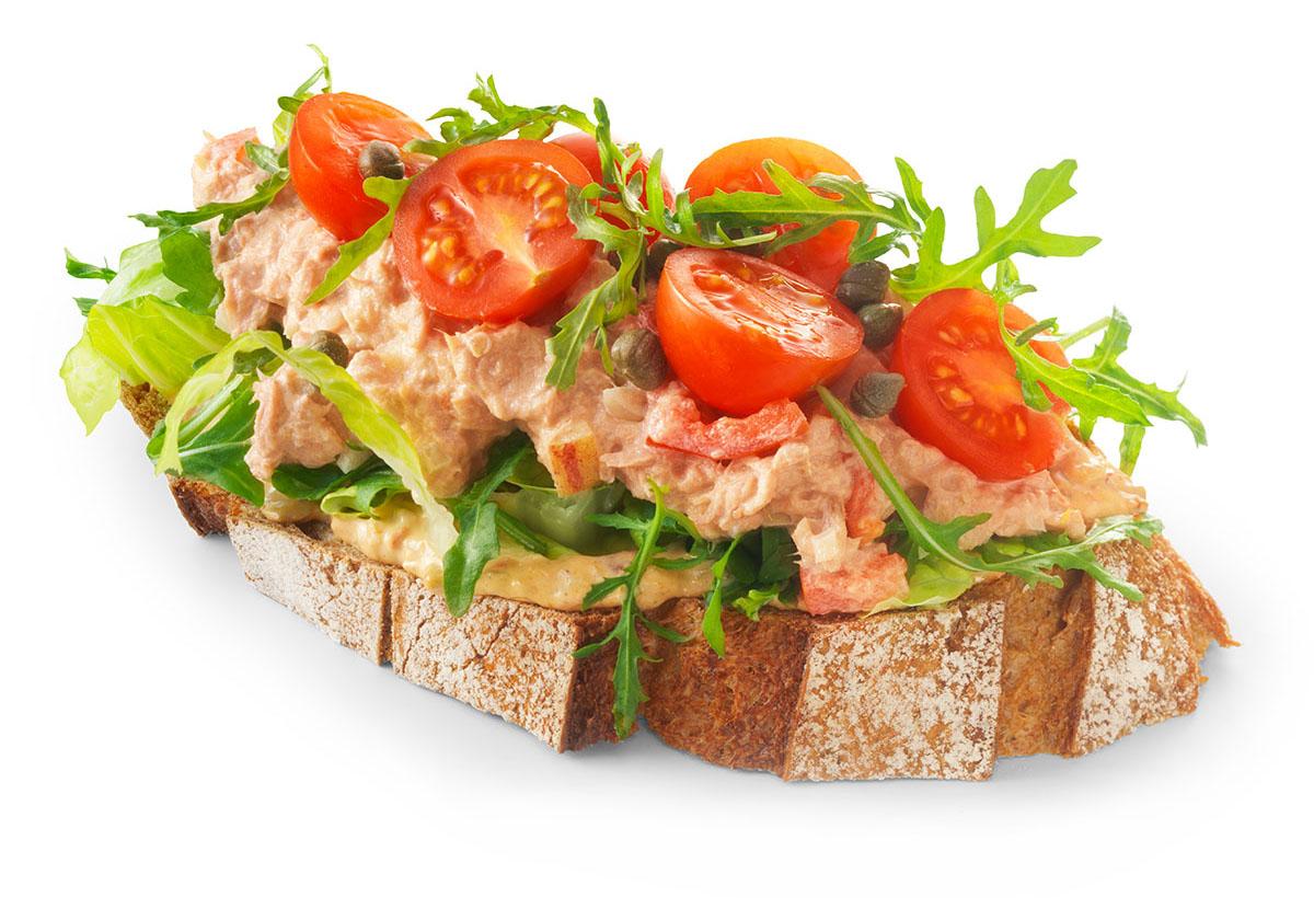 Packshots fotografie van een boterham tonijnsalade met culinaire gemaakt door Studio_m Fotografie Amsterdam