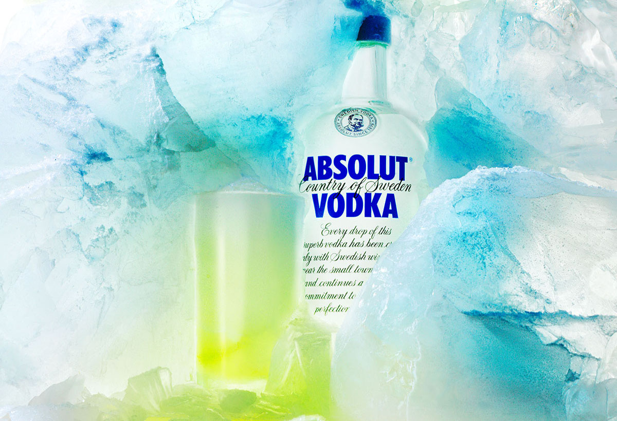 Drinks photography of Absolut Vodka's bottle and a glass with ice background made by Studio_m Photography Amsterdam