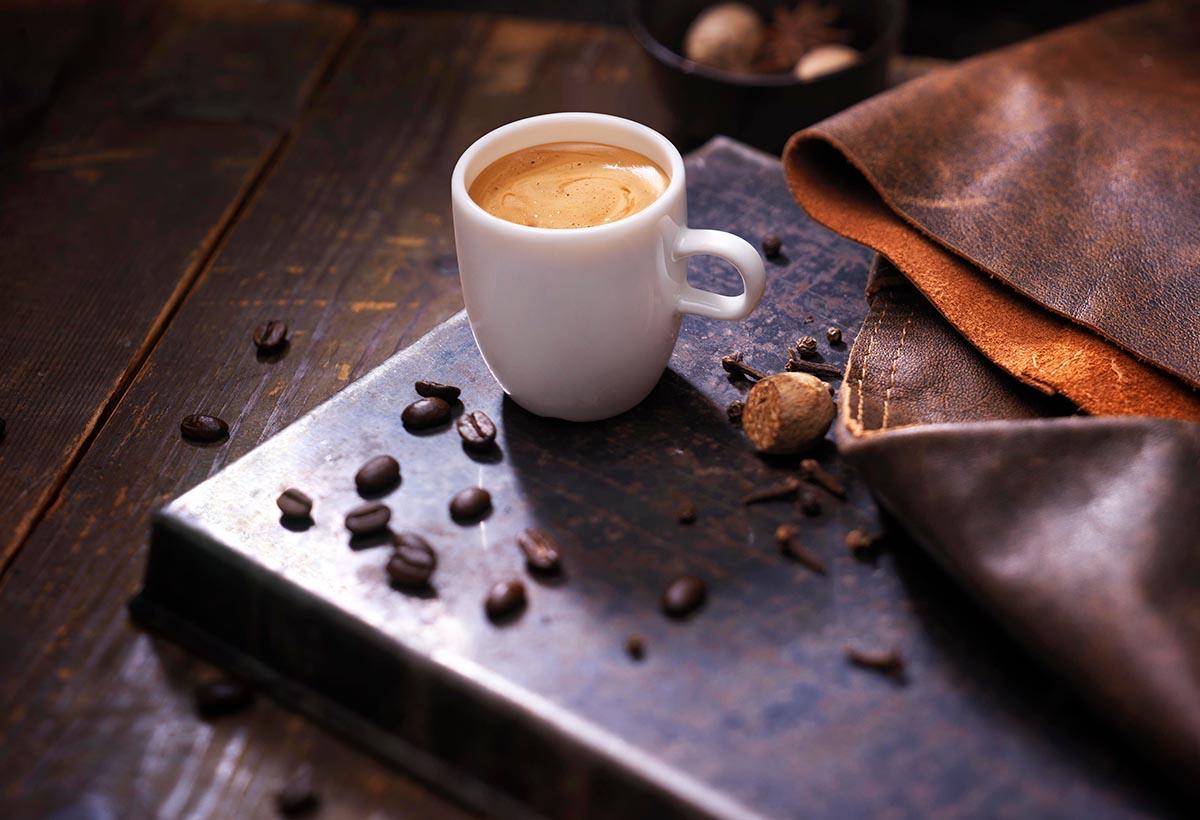 Drank fotografie van een kopje koffie van JDE gemaakt door Studio_m Fotografie Amsterdam