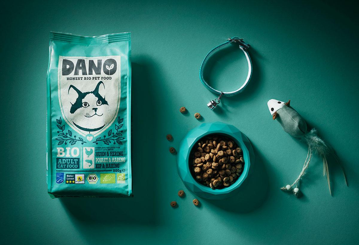 Product styling fotografie van Dano's kattenvoer gemaakt door Studio_m Fotografie Amsterdam