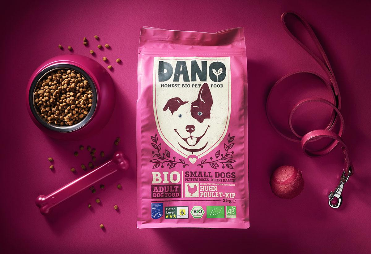 Product styling fotografie van Dano's hondenvoer gemaakt door Studio_m Fotografie Amsterdam