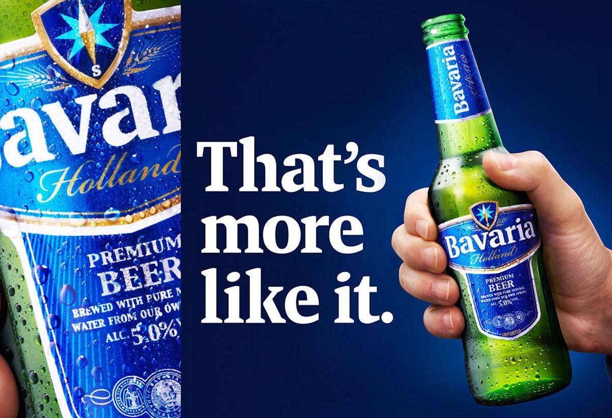 Drank fotografie van een fles Bavaria met Bavaria's slogan gemaakt door Studio_m Fotografie Amsterdam