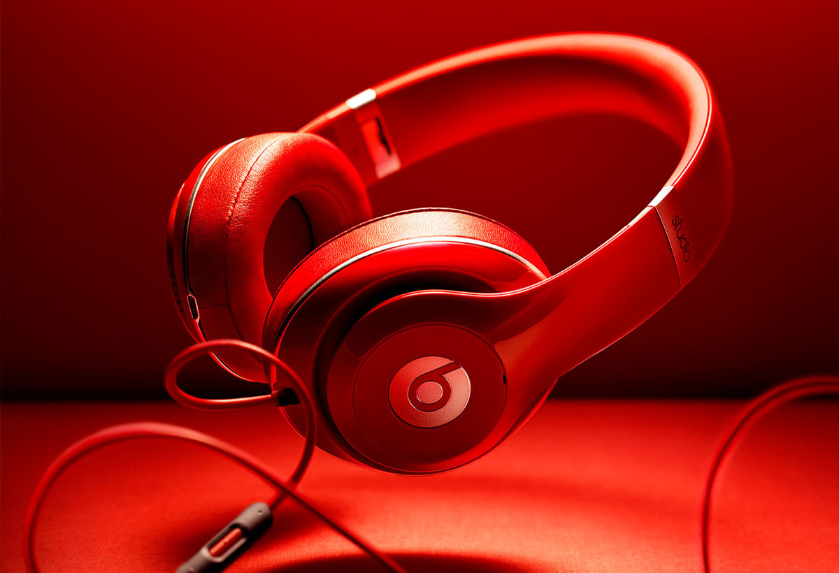 Product photography of Beats by Dre headphones in red made by Studio_m Photography Amsterdam