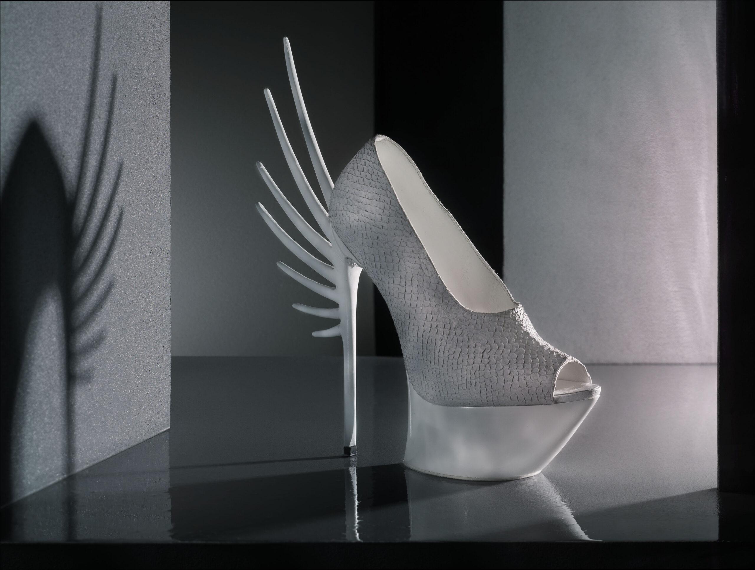 Whit salmon skin leather shoe, design van Quint Verhaart, fotografie door STUDIO_M