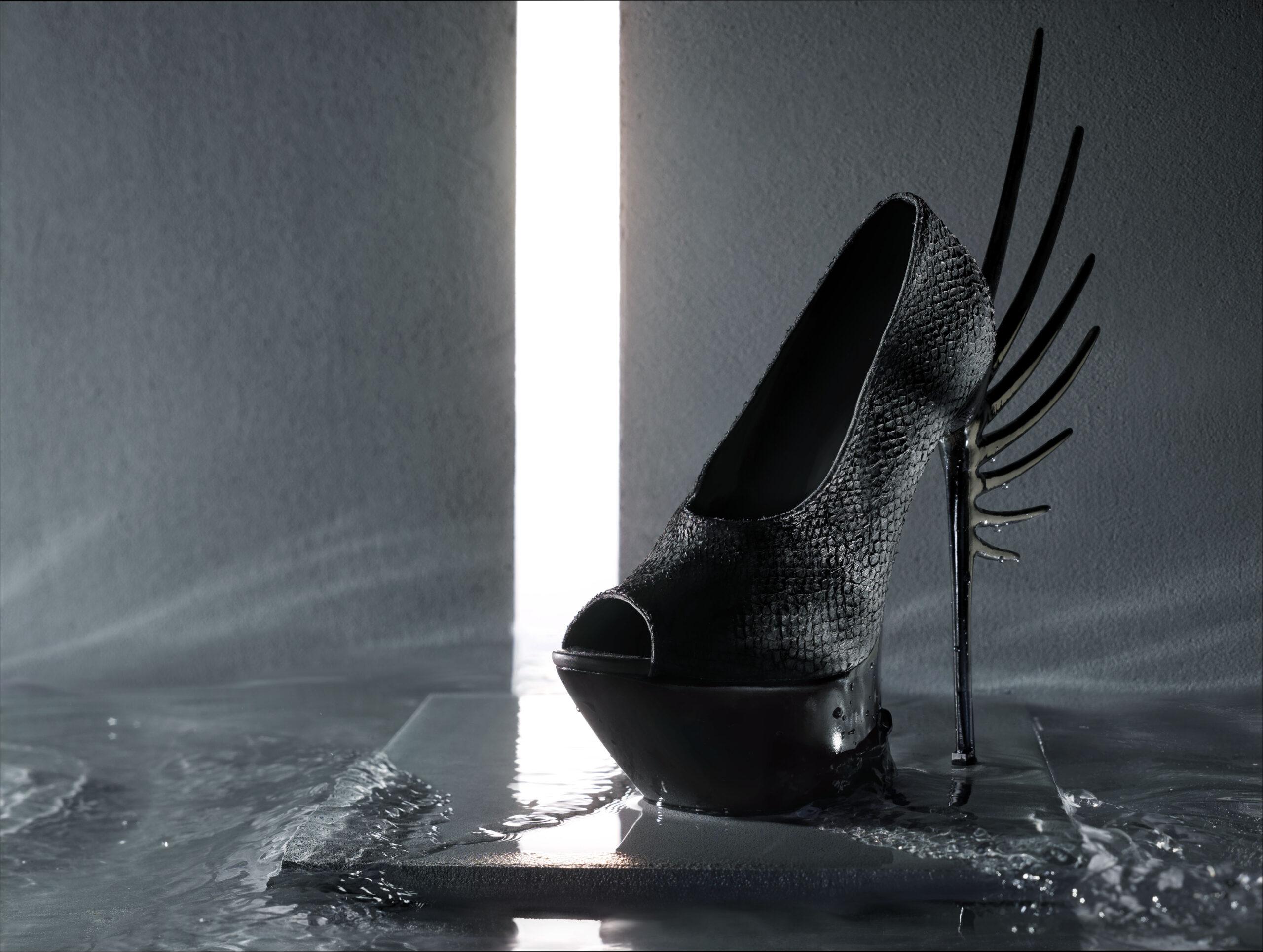 Black salmon skin leather shoe, design van Quint Verhaart, fotografie door STUDIO_M
